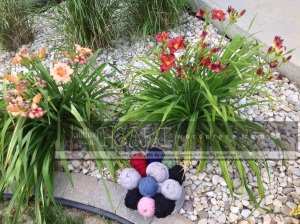 yarn and daylily garden